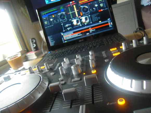 dj set up DJ Setup   The Perfect DJ Set Up   Beginner DJ Setup